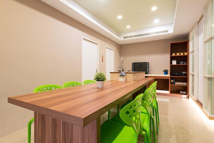 MRT 5 mins/ 11ppl/ Large apt/ Cozy and Quiet - Taipei City - Apartament