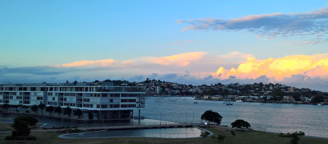 Bedroom in stylish unit with amazing river view ! - Newstead - Leilighet