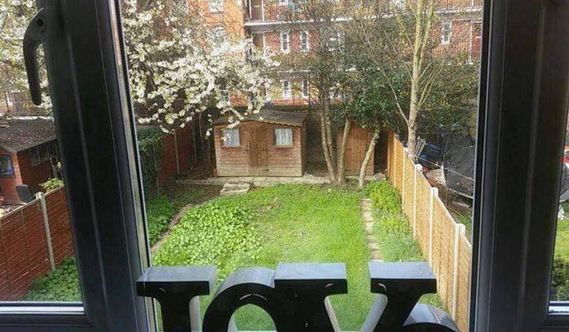 Hackney central/ Large and Friendly Double room - Londyn - Dom
