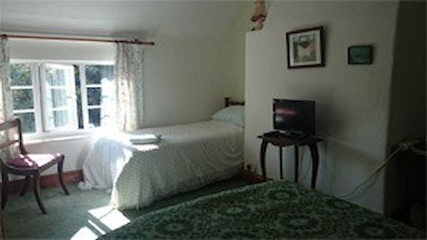 Park Farm, Bed and Breakfast Rm3, Working Farm. - Rugeley - 家庭式旅館