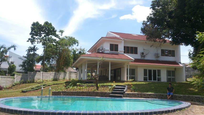 Villa Nuri (w/ WIFI) - Pesanggrahan - Villa