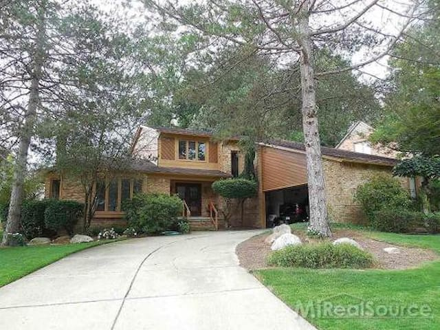 Beautiful home with huge spaces - Rochester Hills - Дом