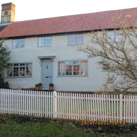 Bramble Cottage B&B, Double & Twin Rooms - Great Gransden - Haus