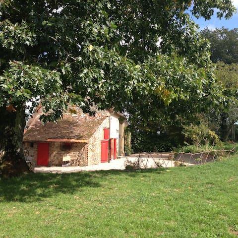Une petite maison dans la prairie - Voussac - Huis