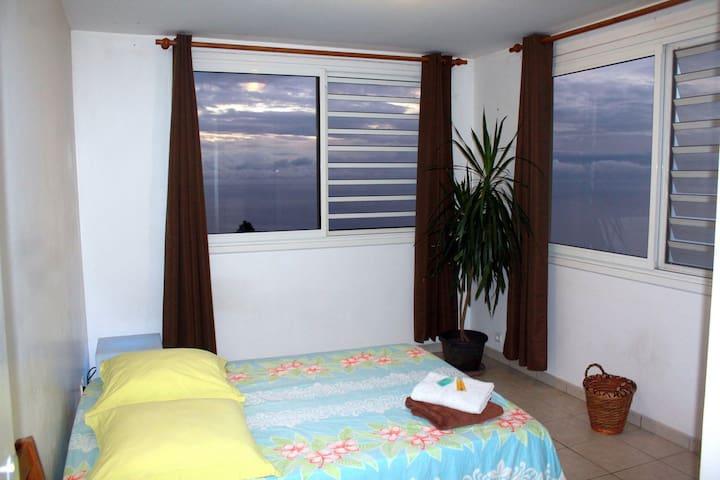 Chambre, vue panoramique, piscine et transferts* - Puna'auia