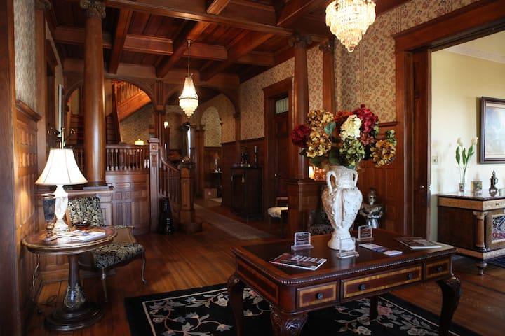 Edwardian Inn - GeneralPatrickR.Cleburne Room - Helena-West Helena