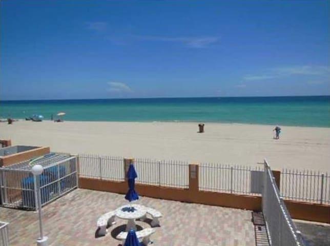 CUTE STUDIO IN FROM TO THE BEACH - Sunny Isles Beach - Departamento