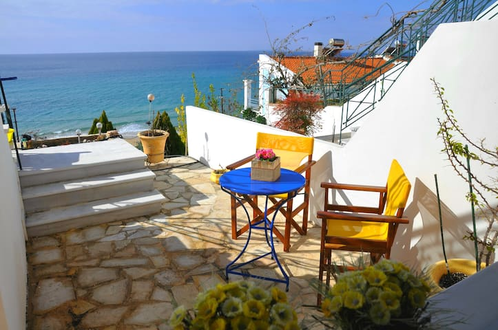 Beach house with amazing view! - Paralia Loutsa - Dom