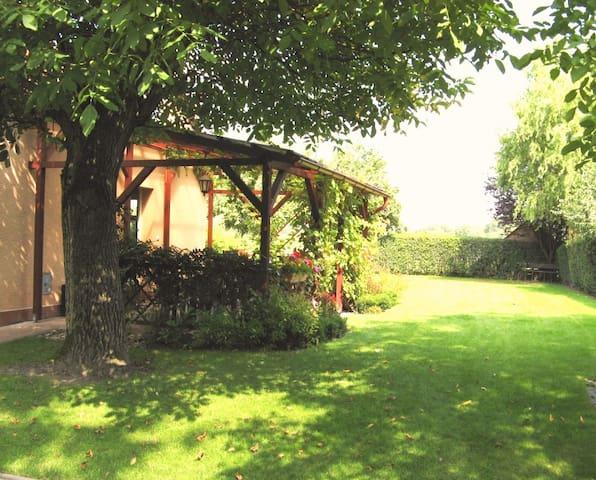 Samostatný domek s terasou v zahradě - Bohumín - Ev