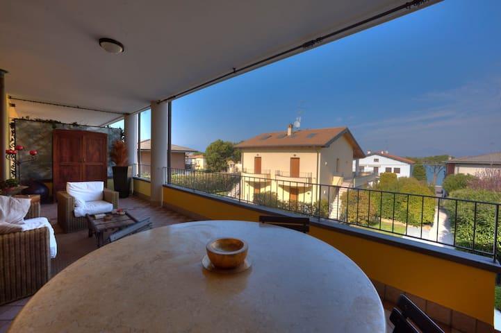 Lake view apartment,  with pool.. - Peschiera del Garda - Leilighet