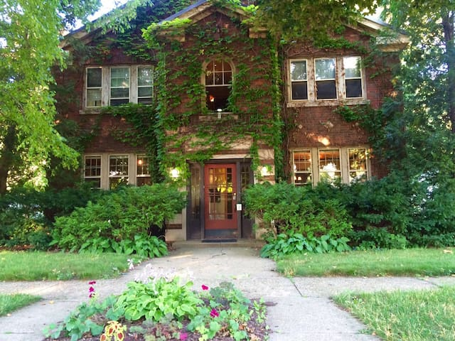 Upscale Urban Retreat 1BR Apartment Ground Floor - Rockford