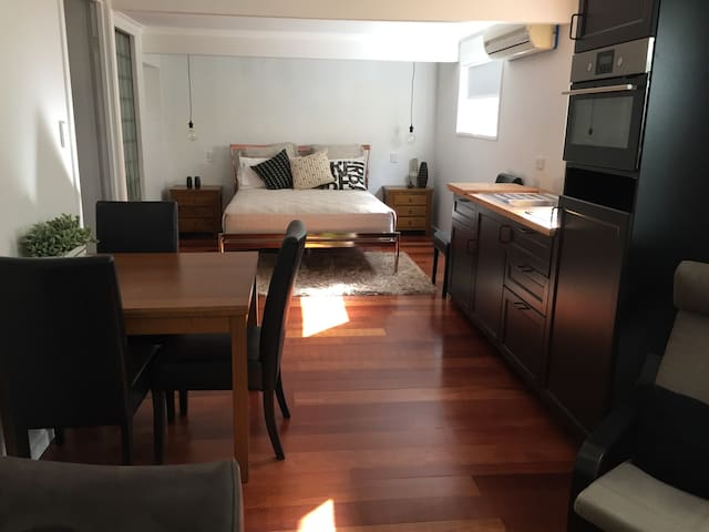 Garden Courtyard Apartment - 肯莫爾(Kenmore)