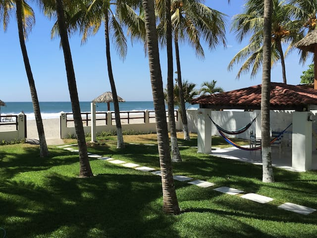 Brand New Beachfront House - San Alfredo - Dom