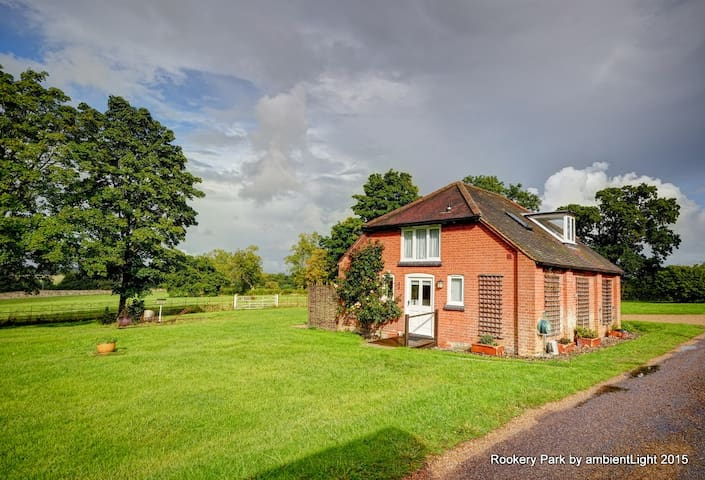 Moo Cottage, Yoxford, IP17 3HQ - Saxmundham