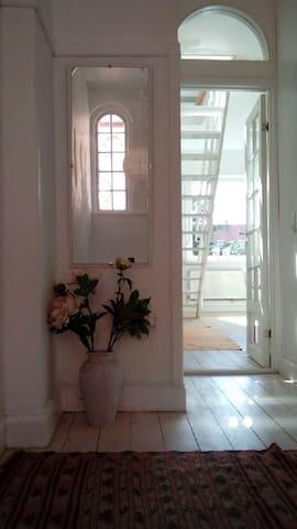 Great light spacious 3 bedroom city apartment - Stege