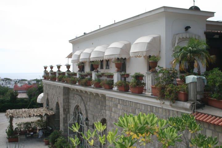 Appartamento panoramico vista mare - Sant'Angelo - Wohnung