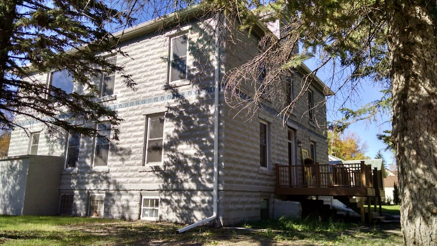 Grand Prairie Inn - Maddock - Andre