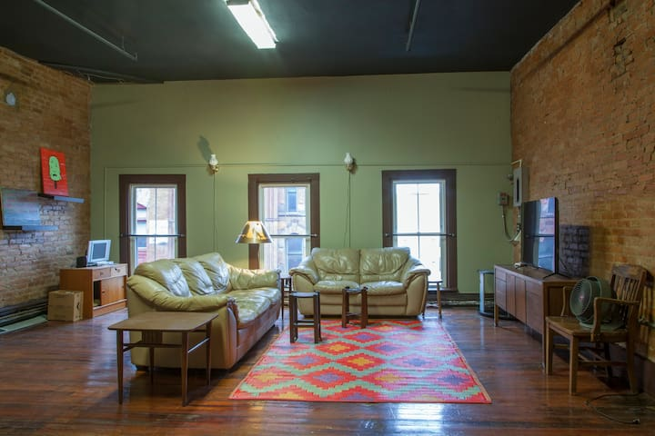 Entire Top Floor in Historic Downtown Building - Syracuse - Daire