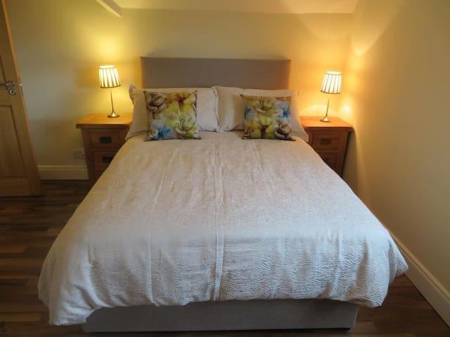 Beautiful Ensuite Double Bedroom - Blarney - Bed & Breakfast