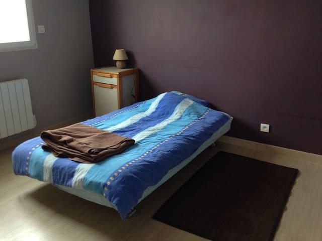 Chambre avec douche dans grande maison - Genilac - Casa