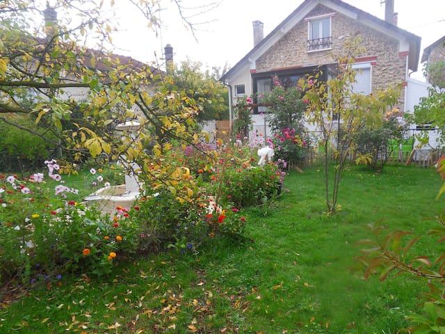 Charmant pied-à-terre calme entre Disney et Paris - Vaires-sur-Marne - Dům
