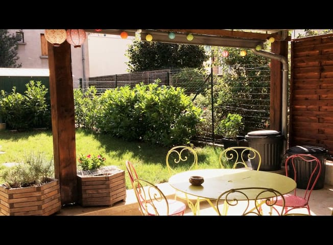 Chambre dans maison de ville - Vichy - Huis