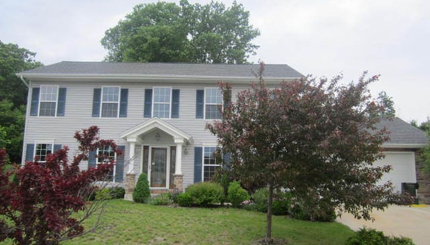 6 mi from US Open 2017, Lg 4 BDR home w/Theater rm - Hartford - Huis