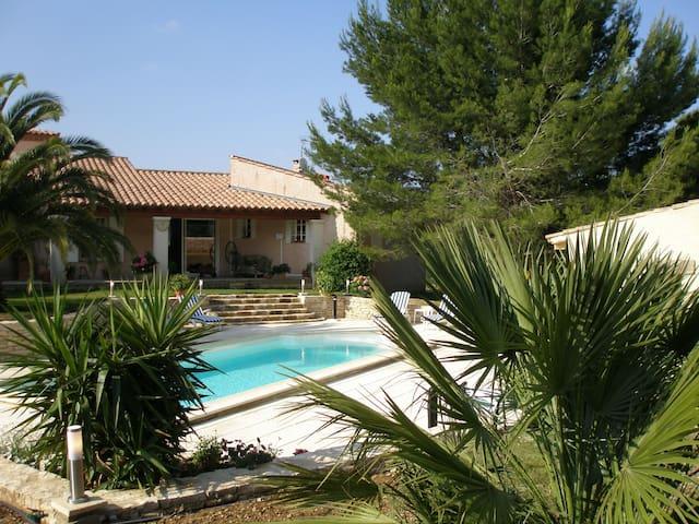 Maison de caractère en Provence Gard à la Campagne - Beaucaire - Casa