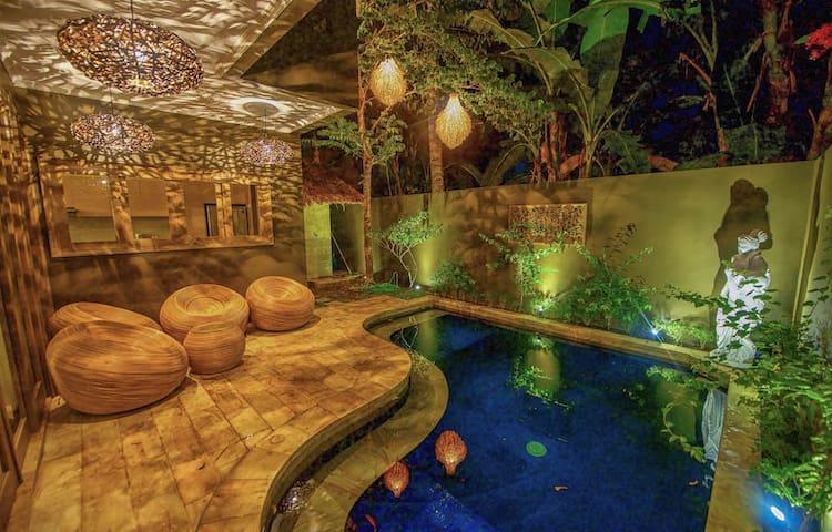 luxury room #1 in a beautiful Senggigi villa. - Vila