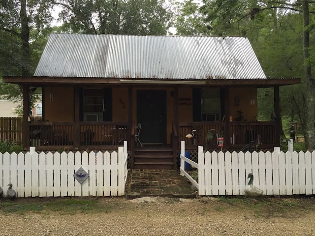 The General Cabin - Maurepas