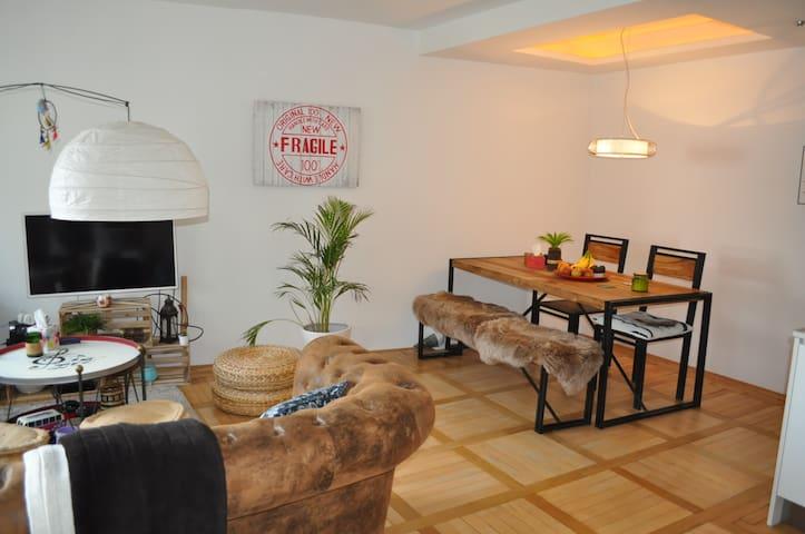 Lovely apartment, near Rhinefall (5 minutes walk) - Neuhausen am Rheinfall - Apartamento