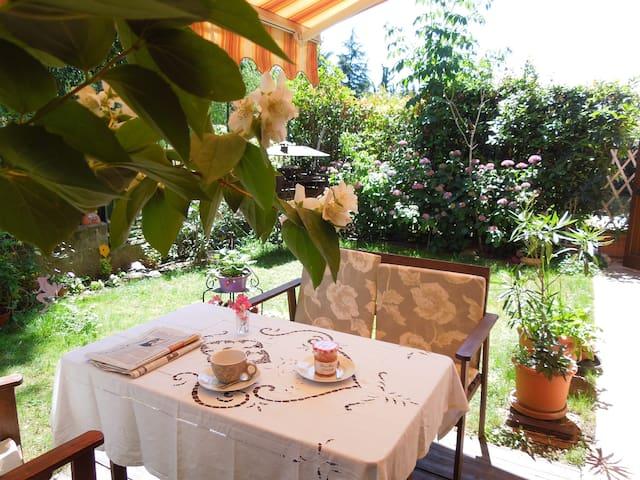"""Grazioso bilocale con giardino """"Corte delle Rose"""" - Brescia - Leilighet"""
