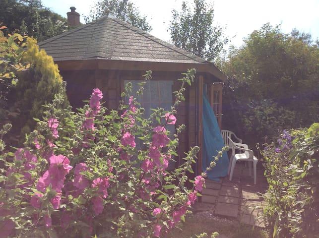 Summer Garden Chalet / Surf Shack - Westward Ho! - Cabana