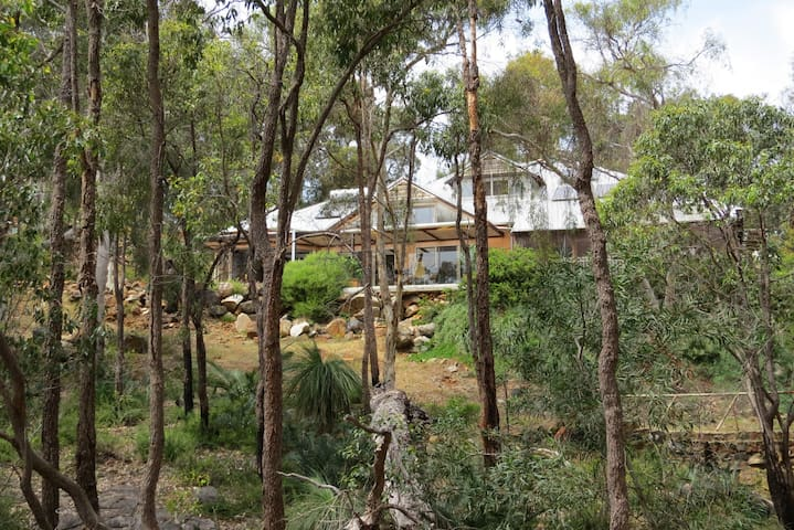 Surrounded by nature close to town - Kalamunda - Bed & Breakfast