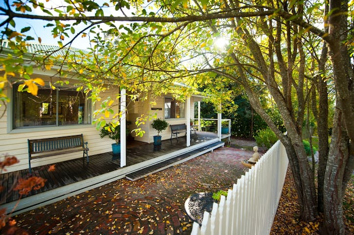 Summer Haven- A Lake Daylesford Holiday Tradition - Daylesford - Huis