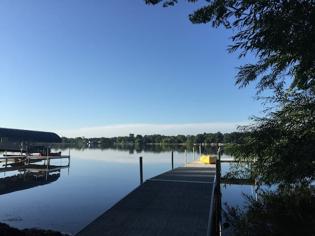 Designer Lake house on Private Gages Lake and Park - Grayslake - Hus
