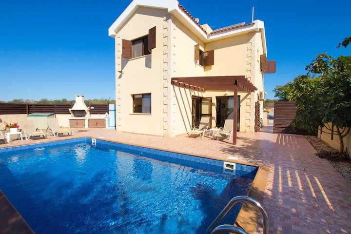 3 Bedroom Villa Near Nissi Bay - Ayia Napa - Casa
