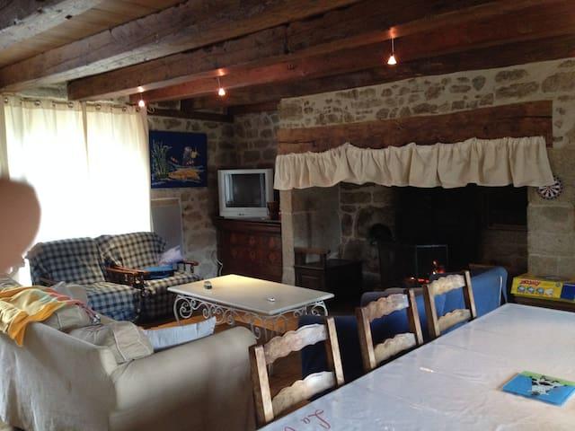 Gîte chaleureux en Auvergne - Menet - Hus