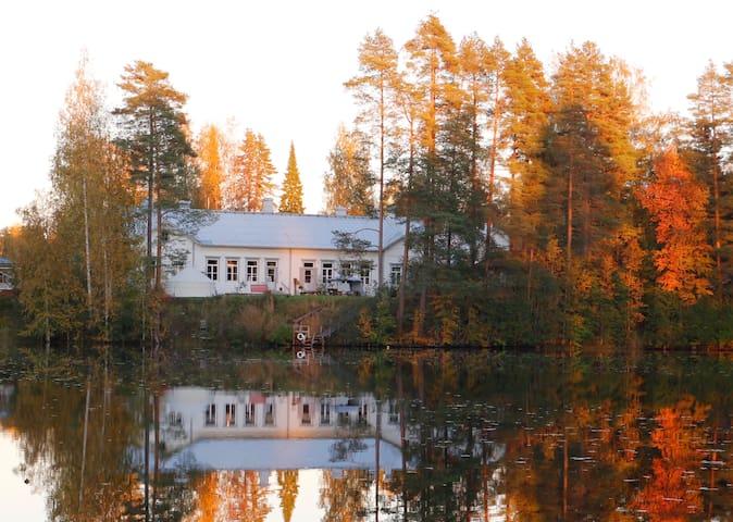 Rooms in an old school building on a lakeside - Juupajoki - 公寓