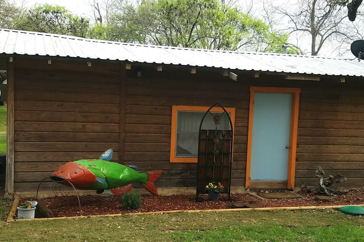 The Catfish Cabin on Lake Buchanan - Burnet - Houten huisje