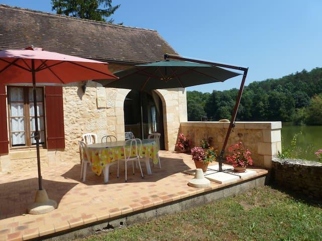 Chambre d'hôtes du Lac Beausoleil 12km de Bergerac - Campsegret - Hus