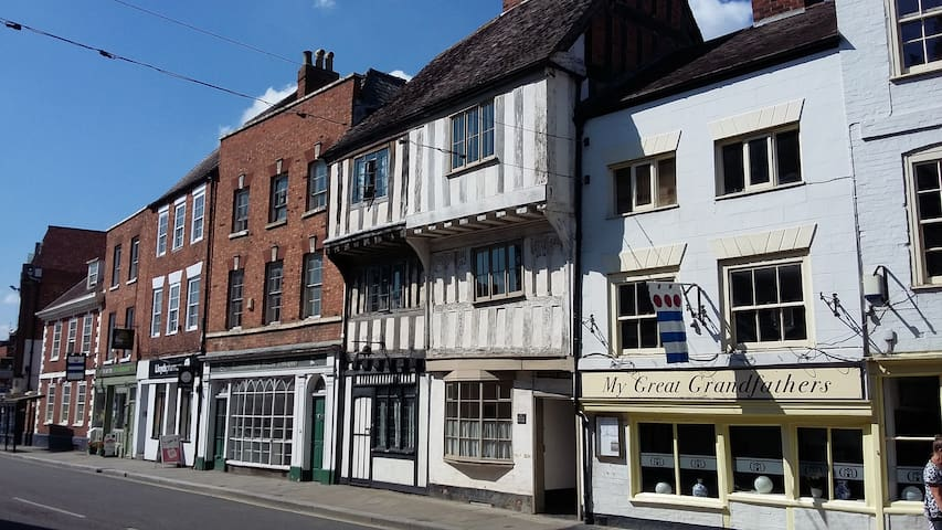 Ancient house, heart of Tewkesbury, near Abbey - Tewkesbury