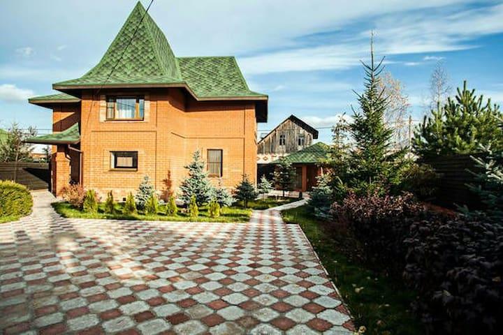 Красный дом, Лосиный остров - Medvezhyi Ozera - Hus