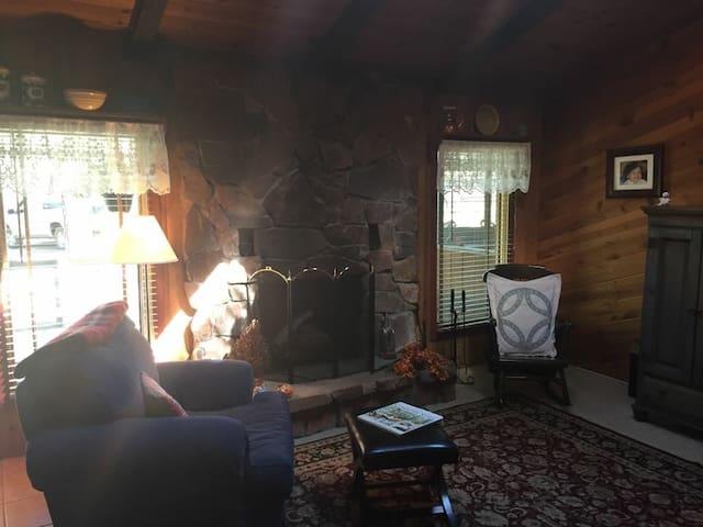 Cozy Rustic Cabin - Strawberry - Cabane