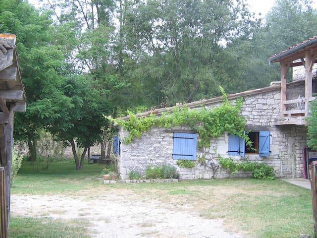 Petite maison en pierre à Lasgonies - Masquières - Ev