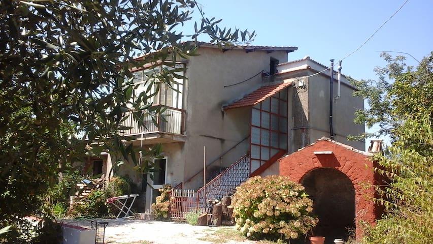 Piccola casa in campagna - Zagarolo - Hus