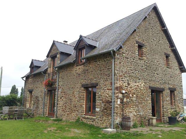Bed n' Breakfast in Converted Barn in Rural France - Bais - Bed & Breakfast