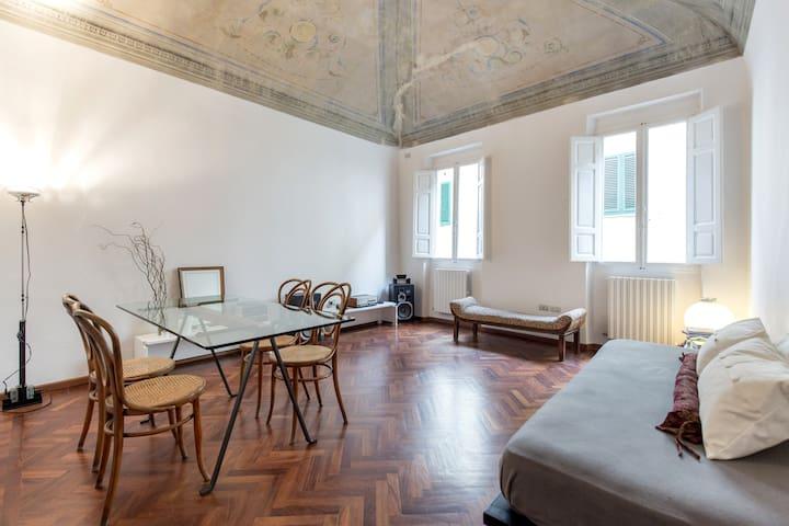 Nice flat in the old town center - Montevarchi - Leilighet