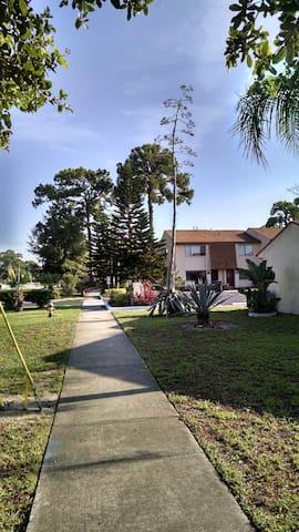 Cozy Home Away from Home - Titusville - Apartamento