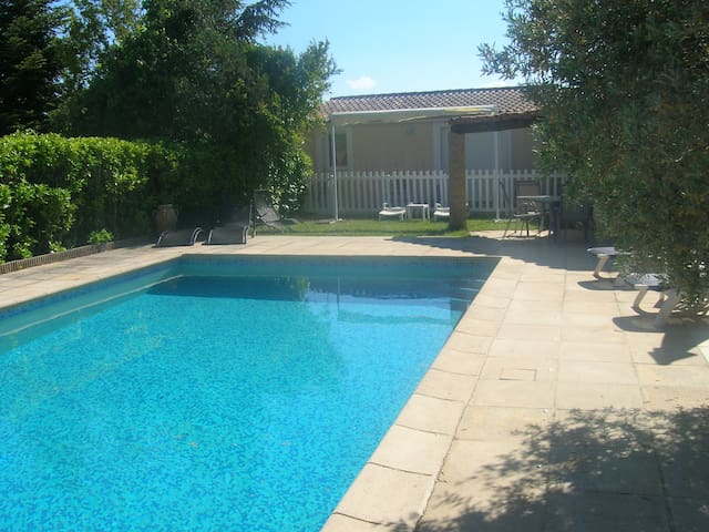Bright apartment in Robion w/ pool - Robion - Leilighet